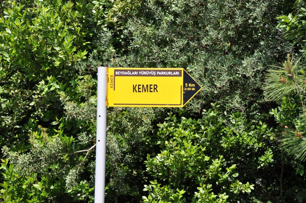 указатель на тропу кириш-кемер
