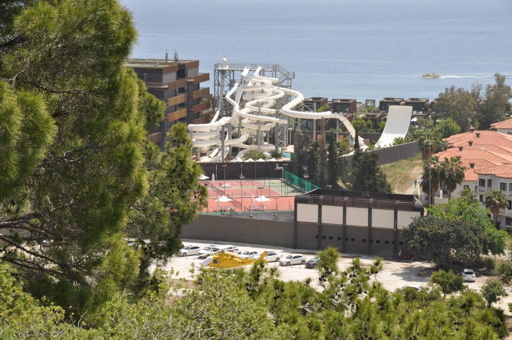 Вид на отель Maxx Royal Kiris c тропы Кириш - Кемер
